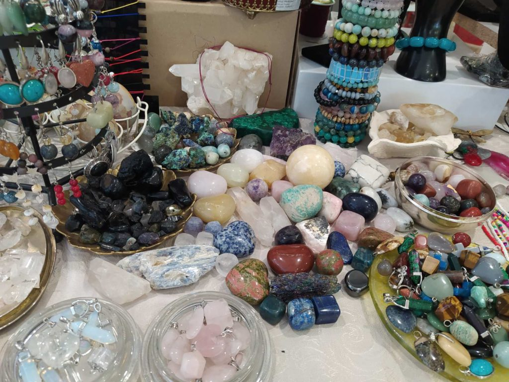 kristali i minerali raznih boja